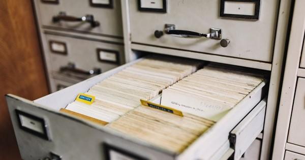 Arhivarea documentelor de HR. Dupa arhiva electronica, angajatorul e obligat sa pastreze si fisierele fizice?