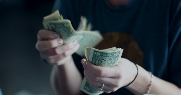 Salariul minim: efecte negative pentru salariat si angajatori. Ce crede fostul ministru al Muncii, Violeta Alexandru
