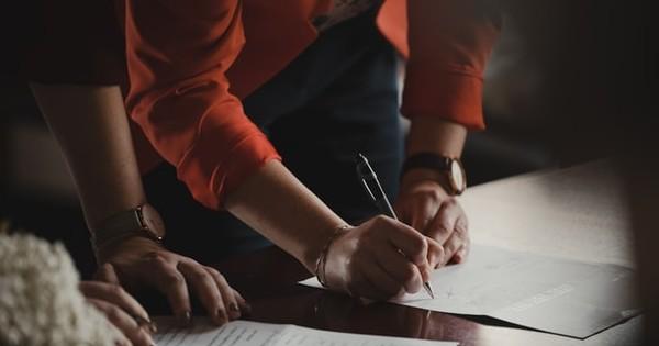 Prime de asigurare profesionala suportate de angajator. Ce regim fiscal aplica angajatorul?