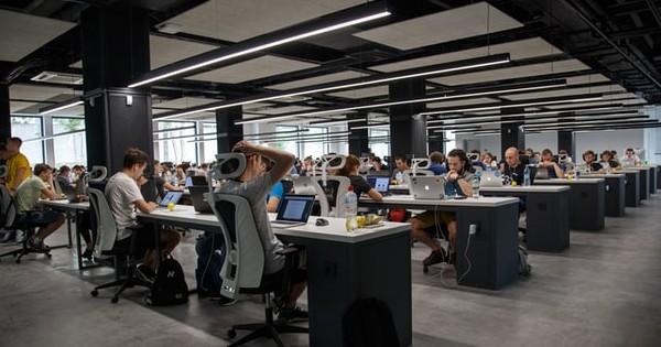 Aproape jumatate dintre angajati isi doresc program de lucru flexibil si munca la distanta