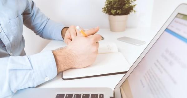 Legea care obliga companiile din domeniul contabil si al serviciilor medicale sa fie detinute de profesionisti in domeniu. Ce spune Consiliul Concurentei