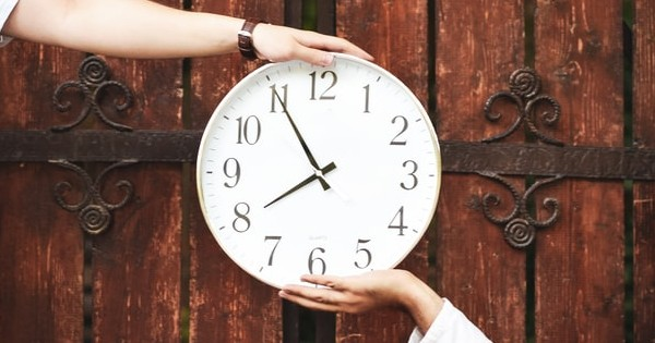 Clauza de restrictie a timpului liber. Cum poate fi introdusa in CIM?