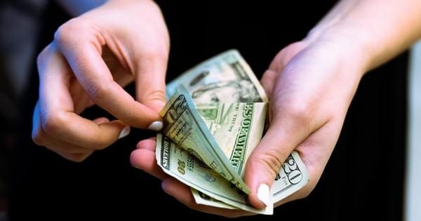 Guvernul aduce clarificari. Cu ce data se aplica majorarea salariului minim?